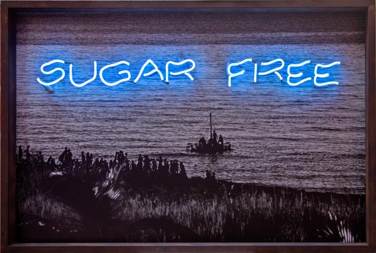 Sugar free. Caja de madera oxidada, impresión digital y neón. 120 cm x 80 cm. 1994 - 2016
