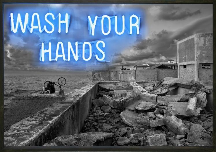 Wash your hands. Impresión digital, caja de luz y neón (2007)_